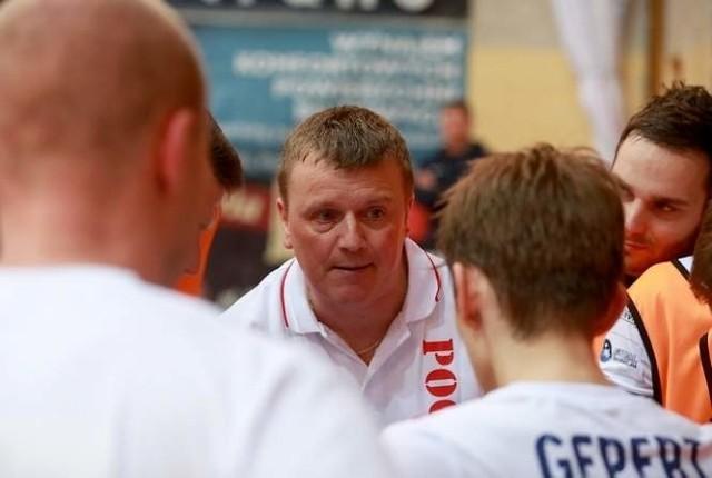 Gerard Juszczak (w środku) przenosi się do AZS Uniwersytet Warszawski.