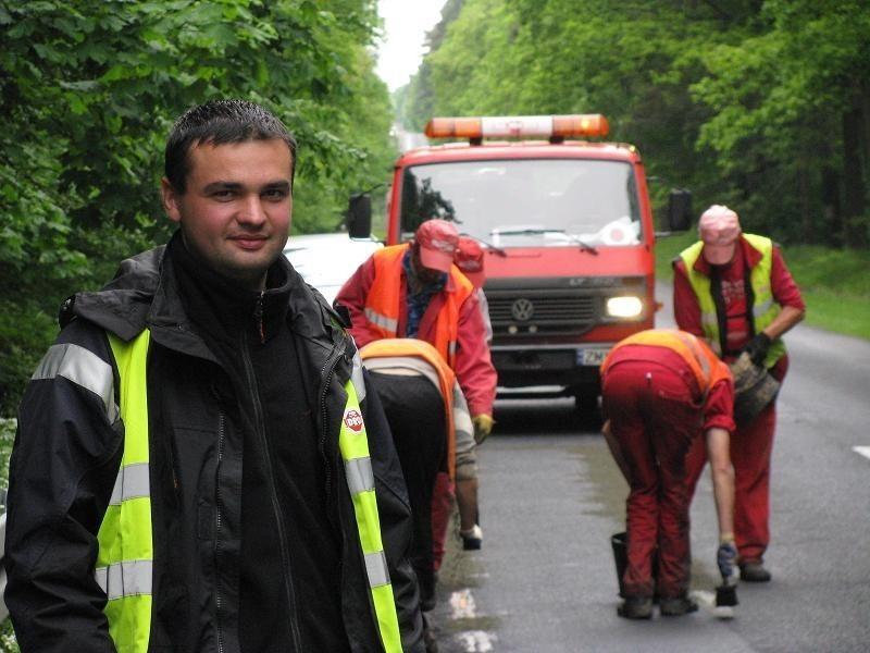 Grzegorz Łyczakowski nadzorował niedawną naprawę drogi krajowej nr 22. Remontu generalnego możemy spodziewać się dopiero za kilka lat.