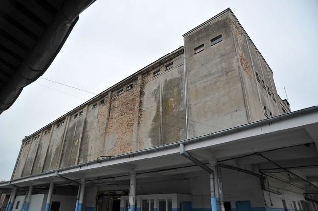 Już niedługo po chłodni nie zostanie pewnie kamień na kamieniu. A jeszcze latem, obrońcy zabytków myśleli, że ich akcja uratowała budynek.