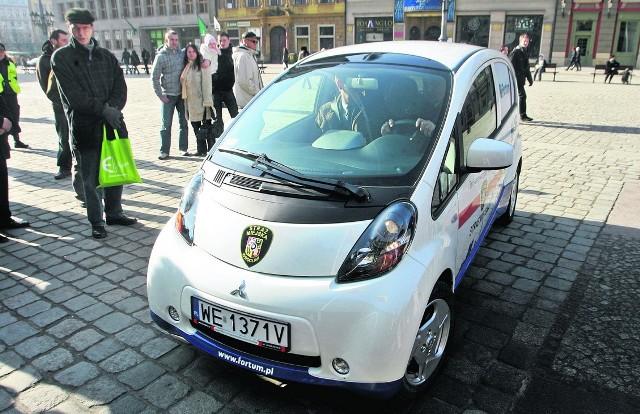Elektrycznym autem jeździ już Straż Miejska we Wrocławiu. Czy podobne autka zaczną produkować w Częstochowie?