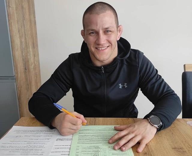 Arkadiusz Kułynycz podpisał umowę