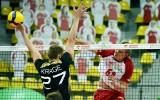 Po niemrawym początku, gwiazdy wzięły sprawy w swoje ręce. Reprezentacja Polski pokonuje w hali CRS Niemców 3:2
