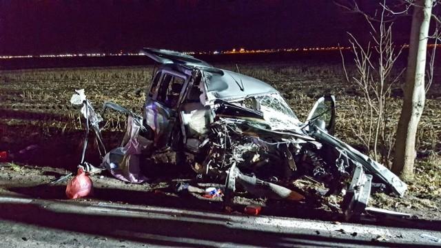 Do wypadku na drodze między Plewiskami a Gołuskami doszło w poniedziałek, 1 stycznia 2018 r.