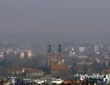 Zła jakość powietrza w Poznaniu. Przekroczenie dopuszczalnej normy pyłu zawieszonego PM 10. Zakaz palenia w kominkach i piecach