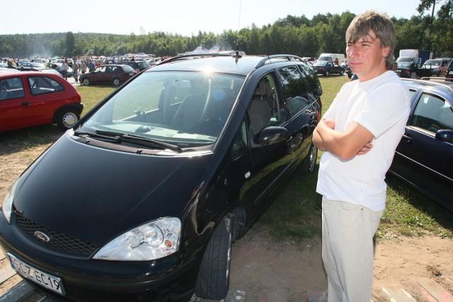 Pan Tadeusz, aby sprzedać swojego forda galaxy, przyjechał na giełdę w Miedzianej Górze aż z Częstochowy.