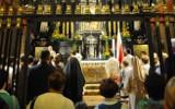 Ekshibicjonista na Jasnej Górze rozebrał się do naga i zbezcześcił Cudowny Obraz Matki Boskiej Jasnogórskiej. Udawał kobietę