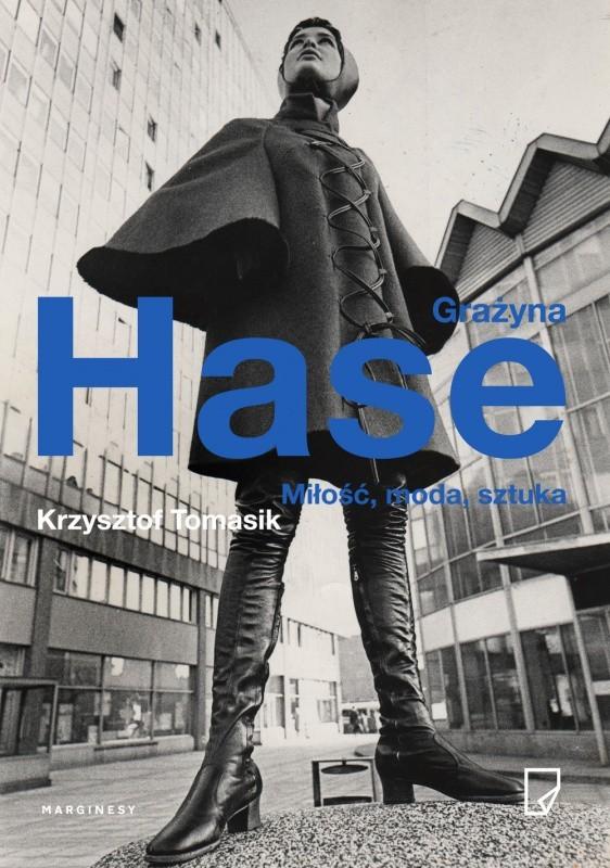 Poprzez zdjęcia, anegdoty, wypowiedzi znajomych i samej bohaterki Krzysztof Tomasik prezentuje niezwykłe życie twórczej kobiety, przedstawicielki elity artystycznej czasów PRL-u. Grażyna Hase nie tylko wspomina życie zawodowe, ale po raz pierwszy uchyla rąbka prywatności, opowiadając o swoich związkach i małżeństwach, w tym z wybitnym scenografem Wowo Bielickim oraz węgierskim piosenkarzem Pálem Szécsim.