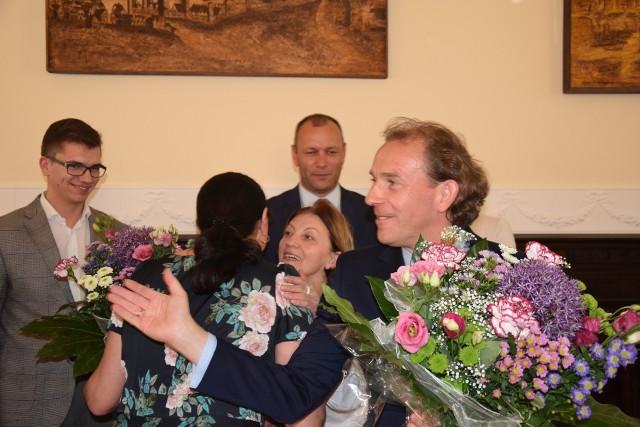 Starosta Marek Szczepański odbiera gratulacje