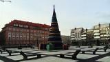 Choinka i prezenty już stoją na pl. Nowy Targ [ZDJĘCIA]