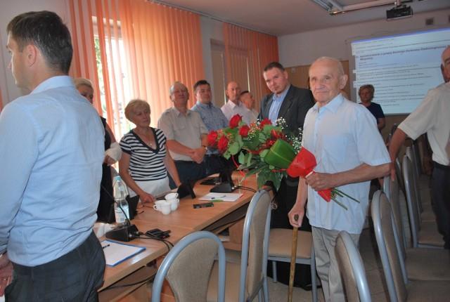 Henryk Daszewski dostał kwiaty za bycie przez ostatnie lata konsultantem społecznym.