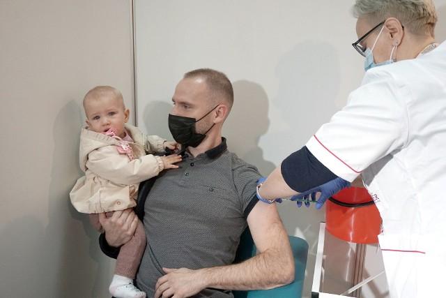 W całym regionie już prawie 10 proc. mieszkańców jest w pełni zaszczepionych przeciw COVID-19. Jak to wygląda w powiatach?