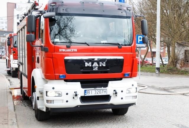 Strażacy na wszelki wypadek rozstawili skokochron