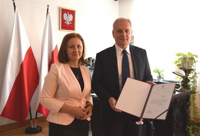 Dariusz Drelich wręczył 6 sierpnia 2020 r. Annie Gańskiej-Lipińskiej powołanie na stanowisko wicekuratora pomorskiej oświaty