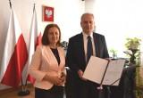 Działaczka PiS z Bytowa została wicekuratorem pomorskiej oświaty. Anna Gańska-Lipińska 6.08.2020 odebrała nominację z rąk wojewody
