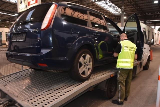 Strażnicy graniczni z przejść w Korczowej i Medyce zatrzymali kradzione pojazdy łącznie warte ok. 400 tys. złotych.
