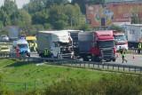 Śmiertelny  wypadek na autostradzie A2. Trzy ciężarówki zderzyły się z osobówką za węzłem Poznań-Komorniki w kierunku Świecka