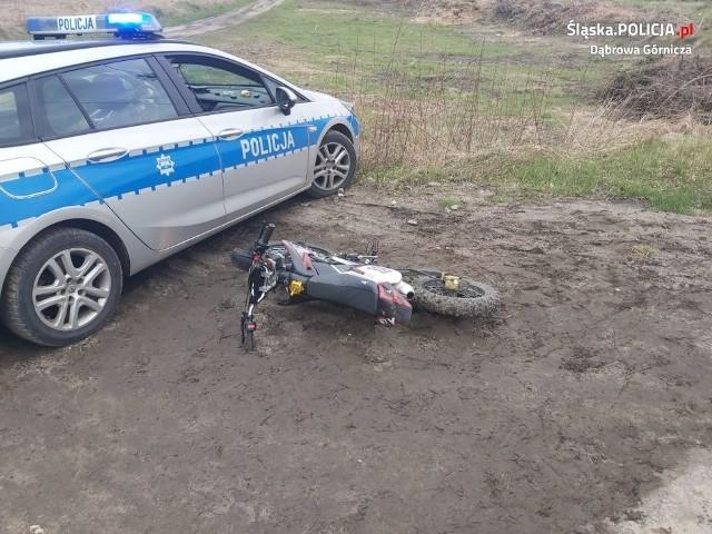 Pijany motocyklista uciekał DK1 przed dąbrowskimi policjantami Zobacz kolejne zdjęcia/plansze. Przesuwaj zdjęcia w prawo - naciśnij strzałkę lub przycisk NASTĘPNE