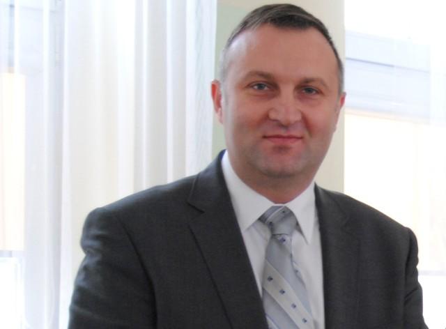 Do podniesienia pensji burmistrza Szadku Artura Ławniczaka zobligowała radnych Regionalna Izba Obrachunkowa