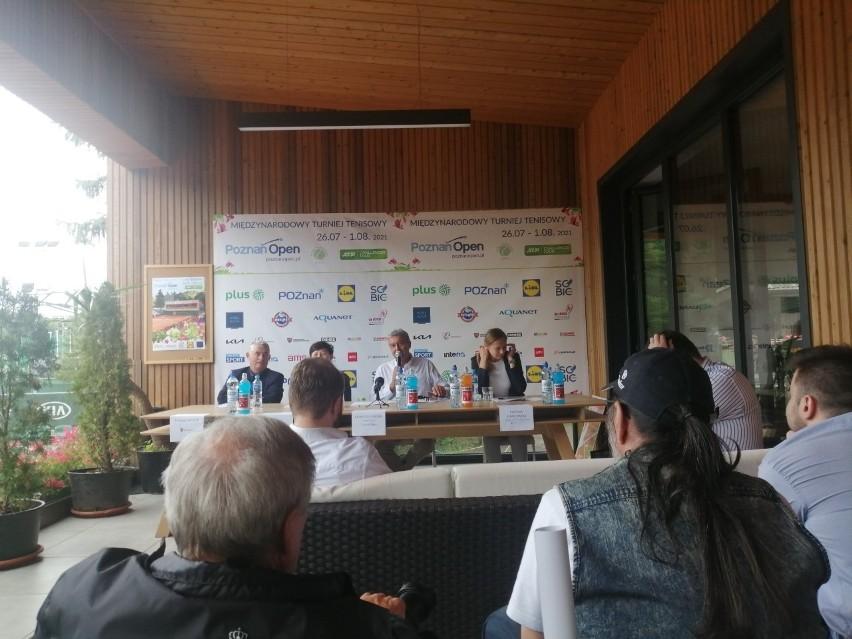 Dyrektor turnieju, Krzysztof Jordan, pokazał zdjęcie Huberta...