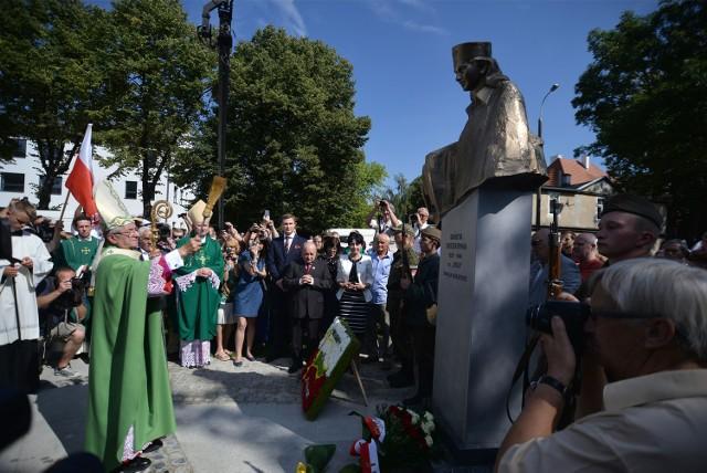 """Pomnik """"Inki"""" odsłonięto w Gdańsku 30 sierpnia 2015r."""
