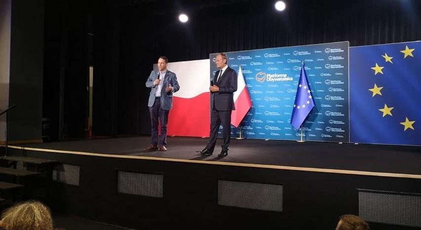 Donald Tusk spotkał się z samorządowcami i mieszkańcami Nakła nad Notecią