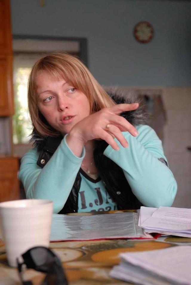 Mirosława Woźniak martwi się o losy sporu o działkę przylegającą do jej domu