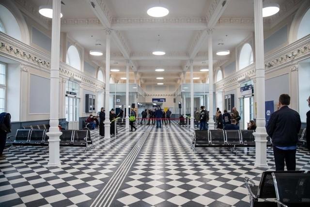 """Dworzec PKP w Białymstoku będzie nosił imię Danuty """"Inki"""" Siedzikówny. Z taką wnioskiem wystąpił minister Adam Andruszkiewicz. We środę (18.08) przedstawił inicjatywę i zaprosił na uroczystości, które odbędą się 28 sierpnia."""