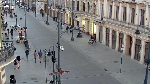 Potrącenie pieszej prze rowerzystę zarejestrowane przez kamery monitoringu Straży Miejskiej w Łodzi.
