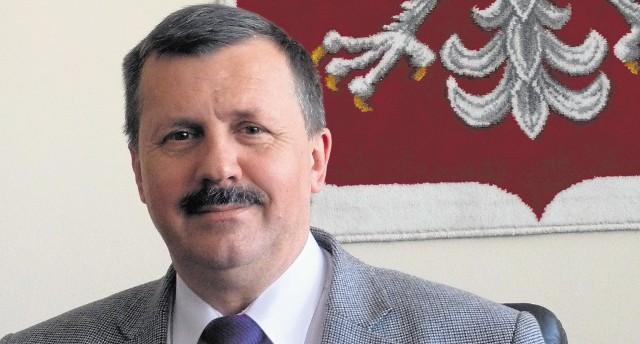 Burmistrz Obornik Śląskich Sławomir Błażewski będzie zarabiał teraz 6 420 zł, czyli o 3 tys. zł mniej