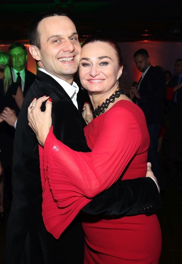 Wciąż w sobie zakochani, szefowie Kieleckiego Teatru Tańca Elżbieta Szlufik - Pańtak i Grzegorz Pańtak. Któż mógł tańczyć na parkiecie lepiej niż oni?