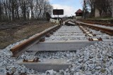 Remont przejazdu kolejowego na ul. Mokrzańskiej we Wrocławiu. Są duże utrudnienia
