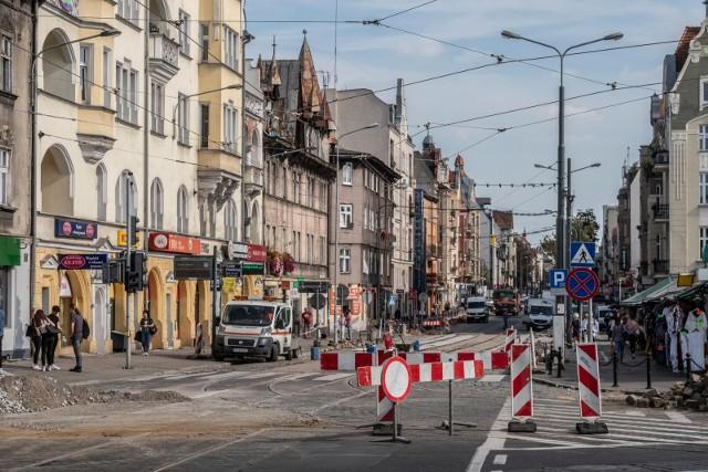 Przy ul. Dąbrowskiego powstają dwa nowe przystanki. Zobacz jakich jeszcze utrudnień spodziewać się w najbliższych dniach  --->