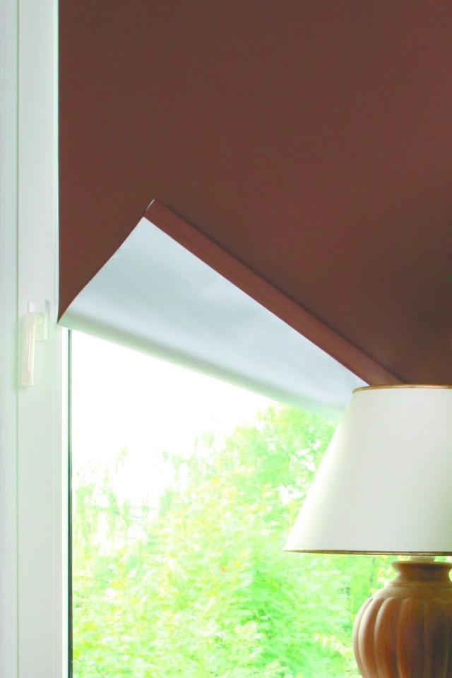 Roleta wewnętrznaRoleta wewnętrzna z materiału pokrytego od spodu srebrną powłoką.