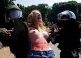 Femen kontra Obama w Berlinie: Chciały dostać się do prezydenta USA [VIDEO+ZDJĘCIA]