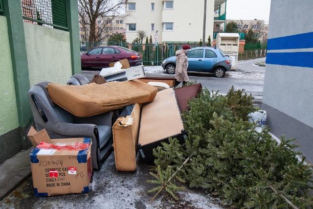 Pamiętajmy, że obecnie zielonogórskie PSZOK-i są nieczynne. Zadbajmy o przestrzeń wokół pergoli śmietnikowych.