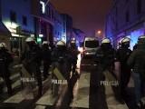 Zamieszki z policją przed klubem Face 2 Face w Rybniku. Policja użyła broni hukowej i gazu. Zatrzymano 3 osoby, 213 wylegitymowano