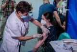 Już szczepią w pierwszym w powiecie poznańskim punkcie szczepień powszechnych. Do końca tygodnia mają uruchomić kolejne sześć PSP