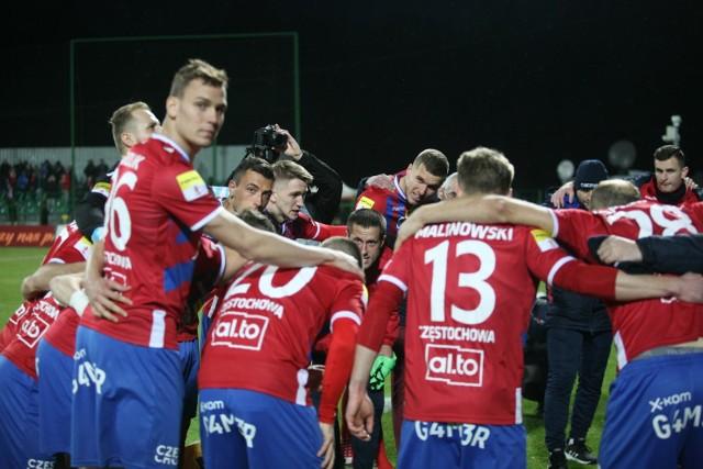 Piłkarze Rakowa Częstochowa chcą dzisiaj awansować do ekstraklasy