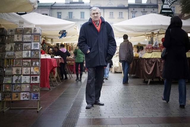 """Andrzej Kozioł: - Już Rej pisał, co na Rynku się działo: """"Jak kto się chce tym dziwom przypatrzyć, jak się chudzina żywi, idź na krakowski rynek, tam się nadziwujesz""""."""