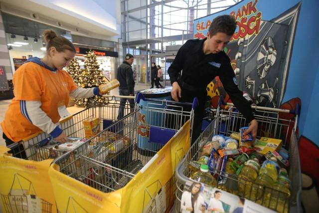 Bank Żywności w Krakowie powstał w 1997 roku i działa przy wsparciu różnych środowisk społecznych i władz lokalnych nieprzerwanie od 23 lat. Od powstania Stowarzyszenia zebrały 63 tys. ton produktów spożywczych o wartości ponad 200 mln zł!