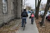 Kiedy rowerem można jechać po chodniku? Sprawdzamy przepisy