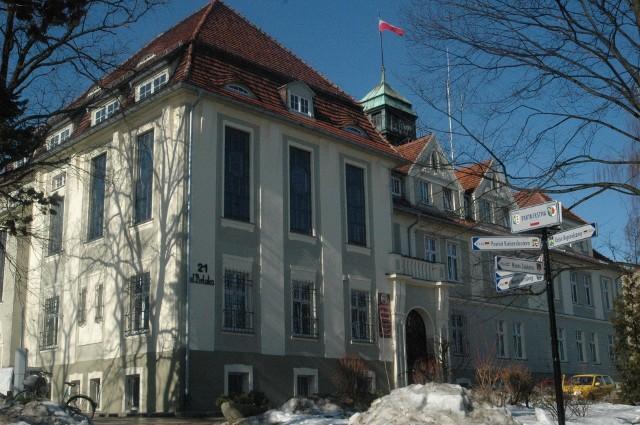 Urząd miejski w Oleśnie.