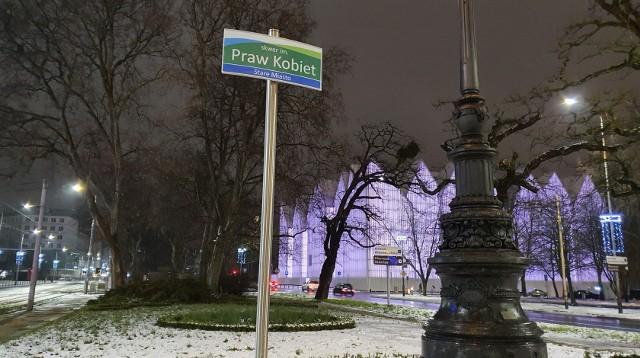 Skwer im. Praw Kobiet zastąpił na chwilę skwer im. Lecha Kaczyńskiego w Szczecinie.