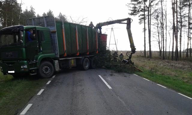 Skutki wichury w Kołobrzegu. Zdjęcie archiwalne z grudnia 2013 roku.