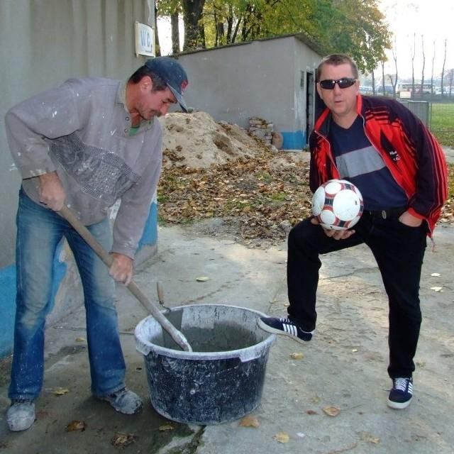 Działacze Budowlanych Strzelce Opolskie Antoni Merkel i prezes Janusz Krawczyk zapewniają, że od wiosny klub będzie spełniać warunki postawione przez zarząd podokręgu.