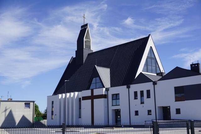 W wielu poznańskich kościołach w niedzielę odprawiane są oprócz porannych mszy również msze wieczorne. W parafii pw. św. Jana Pawła II przy ul. Mołdawskiej 52 ostatnia msza odprawiana jest o godzinie 21.