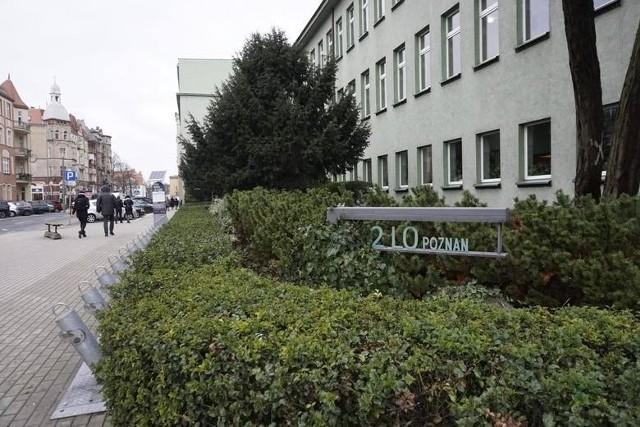 Aż 4 absolwentów II LO w Poznaniu uzyskało maksymalny wynik matury międzynarodowej (IB) - 45 pkt. Już ponad 600 młodych ludzi opuściło mury poznańskiej szkoły z dyplomem IB, który ułatwia im rekrutowanie na studia zagraniczne, ale to nie tylko jedna korzyść.