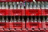 Kultowe napoje, które zniknęły ze sklepowych półek lub odrodziły się na nowo. Pamiętasz ich smak?