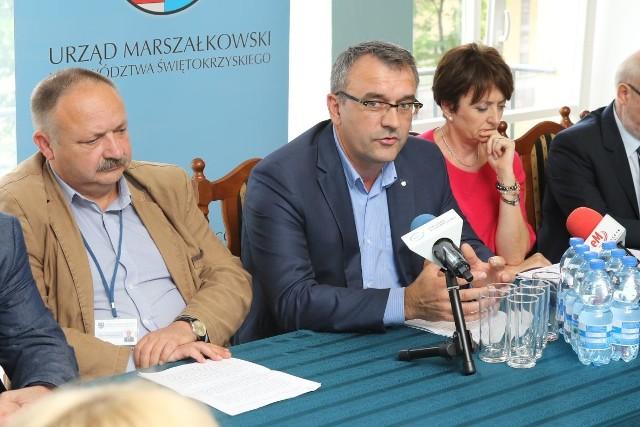 Piotr Żołądek, członek Zarządu Województwa oraz Teresa Wąsik ze  Świętokrzyskiego Ośrodka Doradztwa Rolniczego w Modliszewicach mówili o szczegółach niedzielnej imprezy.