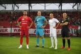 Widzew. W sezonie 2021/2022 piłkarze Widzewa będą występować w czerwonych, białych oraz czarnych strojach